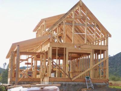 目前,我国木结构建筑大部分属于高档别墅,成本高,售价高,对普通